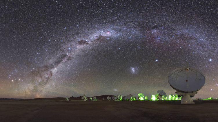 Les télescopes installés dans le désert d'Atacama, au Chili, en avril 2016. (B.A.TAFRESHI)
