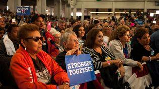 Des supportrices d'Hillary Clinton assiste à un de ses meetings, le 12 octobre 2016, à Pueblo, dans le Colorado. (THEO STROOMER / GETTY IMAGES NORTH AMERICA / AFP)