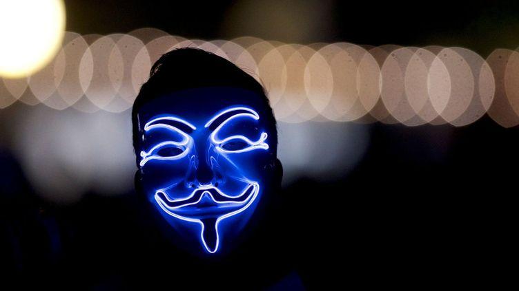 Le collectif Anonymous, créé en 2003, est composé de hackers qui s'attaquent à des multinationales et des sites gouvernementaux partout dans le monde. (MARK MAKELA / REUTERS)