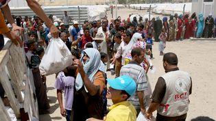 Les habitants de Mossoul fuient les combats qui se rapprovchent dans la ville irakienne, le 23 juin 2016 (YUNUS KELES / ANADOLU AGENCY / AFP)