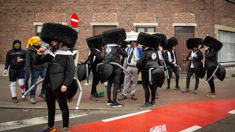 Carnaval d'Alost, 23 février 2020. Voici l'objet de la polémique : descaricatures de juifs orthodoxes (habits noirs, toque en fourrure) au corps de fourmi. (JAMES ARTHUR GEKIERE / AFP)