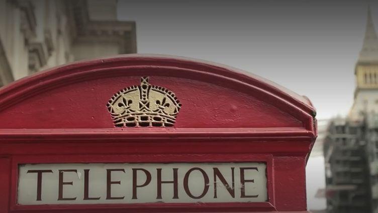Elles sont incontournables en Grande-Bretagne, mais elles disparaissent peu à peu, ce sont les iconiques cabines téléphoniques rouges. (France 3)