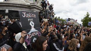 Plus de 20 000 manifestants se sont rassemblés place de la République à Paris le 13 juin 2020 pour dénoncer le racisme et les violences policières. (ADNAN FARZAT / NURPHOTO / AFP)