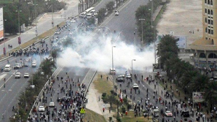 Nuage de gaz lacrymogène à Manama, le 13 mars 2011. (AFP PHOTO/STR)