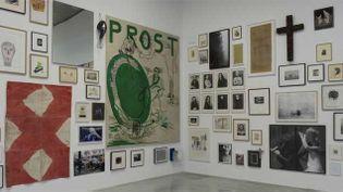 (1.200 oeuvres couvrent l'ensemble des murs de la fondation © Marc Domage)