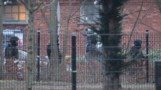 Des forces de police patrouillent près du site de l'attentat perpétré à Copenhague (Danemark), le 14 février 2015. (  REUTERS)