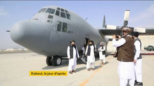 Les talibans fêtent le retrait américain d'Afghanistan (FRANCEINFO)