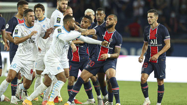 Le match aller, marqué par la victoire (1-0) de Marseille à Paris, s'était achevé dans la confusion, le 13 septembre 2020. (SEBASTIEN MUYLAERT / MAXPPP)