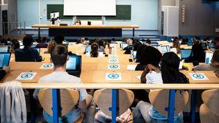 Des étudiants dans un amphithéâtre, à Bordeaux (Gironde), le 9 septembre 2020. (VALENTINO BELLONI / HANS LUCAS / AFP)
