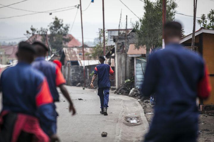 Policiers patrouillant dans les rues de Goma, capitale de la province du Nord-Kivu, le 28 décembre 2018 (PATRICK MEINHARDT / AFP)