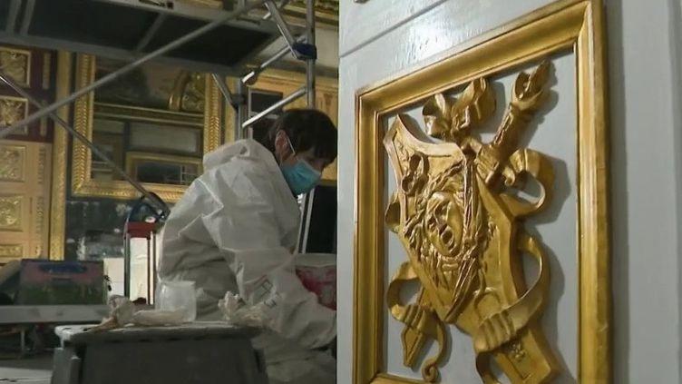 Musée : les artisans s'activent pour rénover les œuvres du Louvre (France 2)