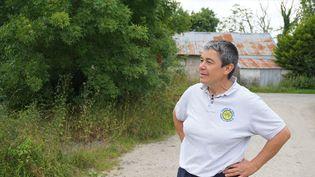 Sylvie Thébault fait visiter son exploitation, le 27 juin 2016, près de Notre-Dame-des-Landes (Loire-Atlantique), au lendemain de la consultation sur le projet. (JULIE RASPLUS / FRANCETV INFO)