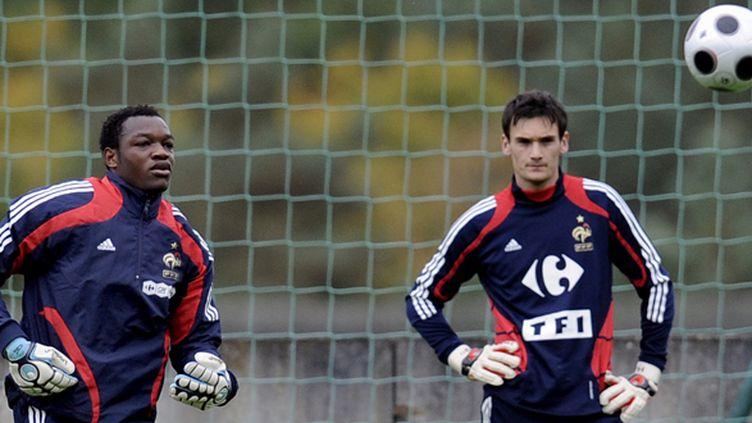 Steve Mandanda et Hugo Lloris.  (FRANCK FIFE / AFP)