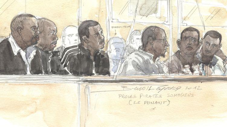 """Ce dessin montre les six accusés lors de la première séance du procès du """"Ponant"""", le 22 mai 2012. (BENOIT PEYRUCQ / AFP)"""