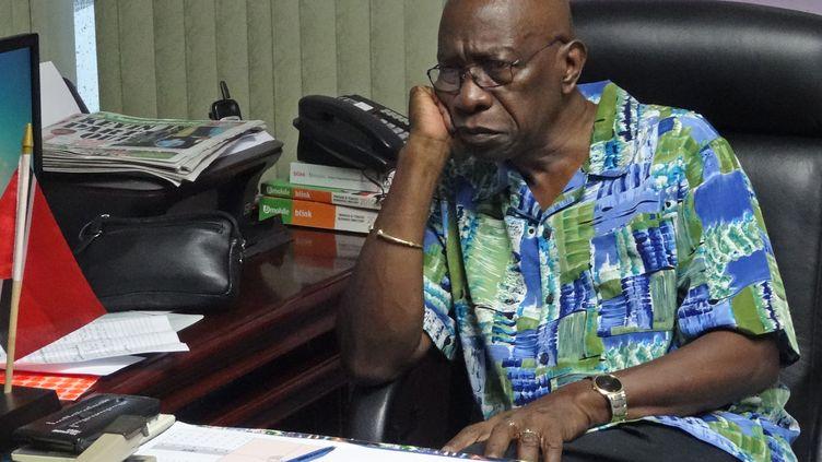 L'ancien vice-président de la Fifa,Jack Warner, dans son bureau à Chaguanas (Trinid et Tobago), le 6 juin 2015. (DIEGO URDANETA / AFP)
