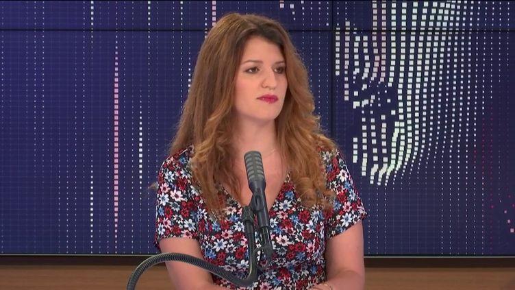 La ministre déléguée à la citoyenneté Marlène Schiappa, invitée du 8h30 franceinfo dimanche 26 juillet (FRANCEINFO / RADIOFRANCE)