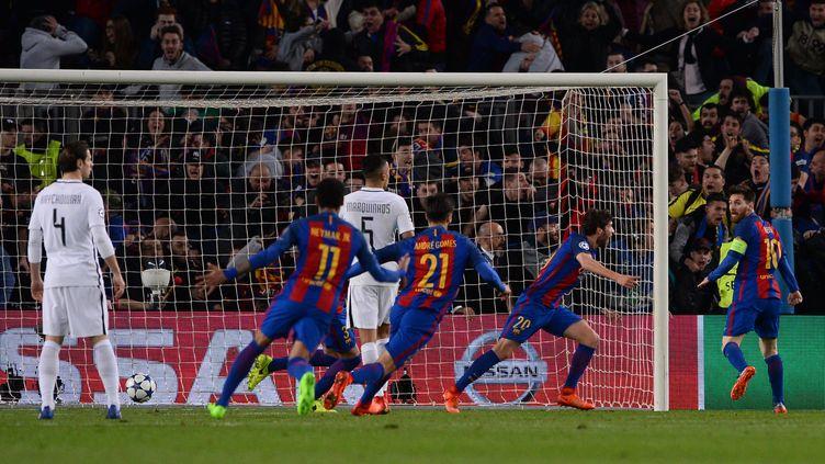 Sergi Roberto célèbre son but lors de la victoire (6-1) du FC Barcelone sur le Paris Saint-Germain le 8 mars 2017 (JOSEP LAGO / AFP)