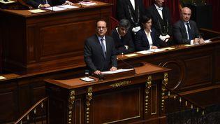 Le Président François Hollande s'adresseau congrès à Versailles le 16 novembre. (STEPHANE DE SAKUTIN / POOL)