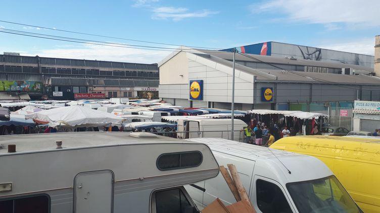 Deux hommesont été pris à partie par la population après avoir braqué le supermarché Lidl, dans le 15e arrondissement de Marseille (Bouches-du-Rhône), le 15 septembre 2018. (OLIVIER MARTOCQ / RADIO FRANCE)