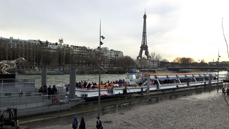 La navigation des Bateaux-Mouches a été interrompue pendant plus de trois semaines à Paris, ce qui n'était pas arrivé depuis 25 ans. (RADIO FRANCE / GRÉGOIRE LECALOT)