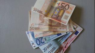 Des billets de 10, 20 et 50 euros. (AURÉLIE LAGAIN / RADIO FRANCE)
