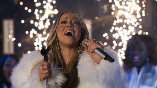 La chanteuse Mariah Carey lors du concert du nouvel an à Times Square à New York (Etats-Unis), le 31 décembre 2017. (DON EMMERT / AFP)