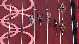 Les séries du 5000m féminin des Jeux olympiques de Tokyo, le 30 juillet 2021. (ANTONIN THUILLIER / AFP)