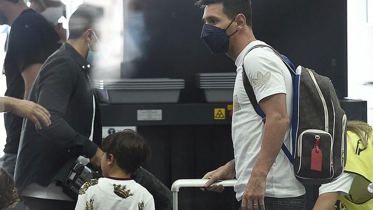 Lionel Messi à l'aéroport du Bourget, le 10 août 2021. (JOSEP LAGO / AFP)