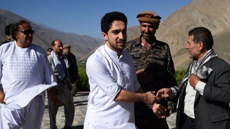 Ahmad Massoud arrivant à la tombe de son père, le commandant Ahmad Chah Massoud, dans la vallée du Panshir, le 19 juillet 2016. (AFP - WAKIL KOHSAR)