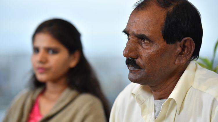 Le mari et la fille d'Asia Bibi, chrétienne condamnée à mort au Pakistan, le 12 octobre 2018 à Londres, au Royaume-Uni. (BEN STANSALL / AFP)