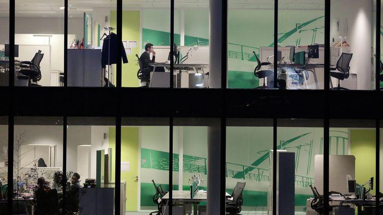 L'absentéisme au travail à la hausse en France. Le présentéisme augmente dans les entreprises. Illustration. (VINCENT ISORE / MAXPPP)