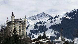 Le Gstaad Palace, àGstaad, dans le canton de Berne, en Suisse. (GAETAN BALLY / MAXPPP)