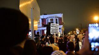 Des manifestants réunis pour protester contre les violences policières à la suite de la mort de Walter Wallace Jr à Philadelphie (Etats-Unis), le 27 octobre 2020. (MARK MAKELA / GETTY IMAGES NORTH AMERICA / AFP)