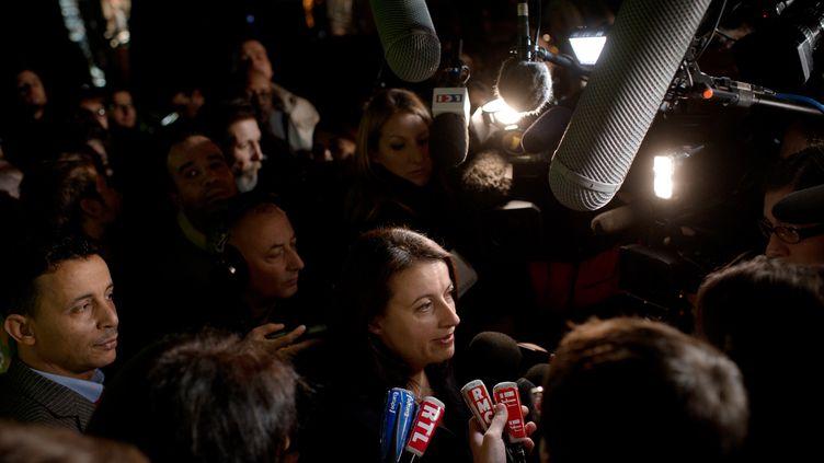 Cécile Duflot, secrétaire nationale d'Europe-Ecologie Les Verts, détaille les résultats du vote du conseil fédéral pour ratifier l'accord électoral avec le PS, le 19 novembre 2011 à Paris. (FRED DUFOUR / AFP)