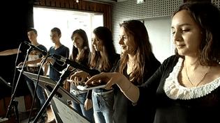 Xavier Garcia dirige les élèves des Beaux-Arts de Quimper  (France 3)