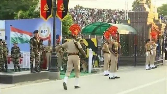 Ballet martial entre militaires indiens et pakistanais