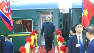 Le leader nord-coréen Kim Jong-un arrive à Dong Dang, au Vietnam, le 26 février 2019 après un périple de 4 000 kilomètres en train. (VIETNAM NEWS AGENCY / AFP)