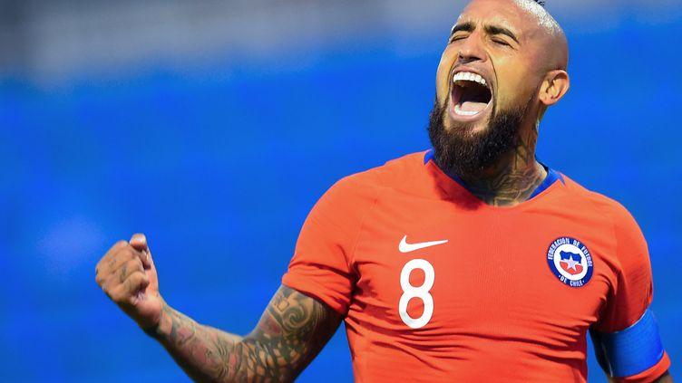 Le footballeur chilien Arturo Vidal lors d'un match opposant le Chili et la Guinée, à Alicante (Espagne), le 15 octobre 2019. (JOSE JORDAN / AFP)