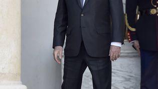 Le président de la République quitte le conseil des ministresà l'Elysée à Paris, le 12 octobre 2016. (ALAIN JOCARD / AFP)