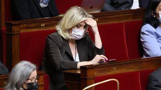 Marine Le Pen lors d'une session de questions au gouvernement, à l'Assemblée nationale, à Paris, le 18 mai 2021. (THOMAS COEX / AFP)