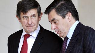 Jean-Pierre Jouyet et François Fillon à la sortie de l'Elysée, le 12 novembre 2008. (GERARD CERLES / AFP)