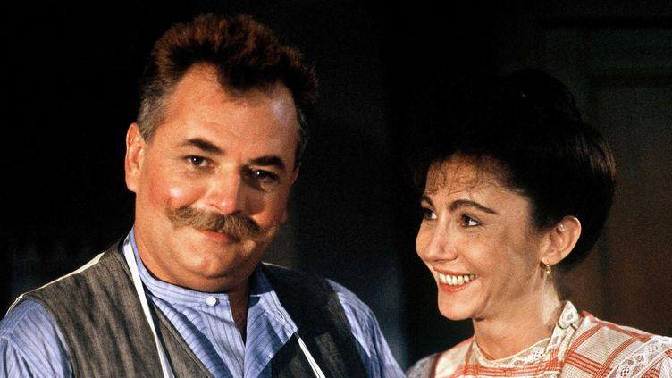 """L'acteur Didier Pain avec Therese Liotard sur le tournage de """"La gloire de mon père"""" d'Yves Robert en 1989.  (Labat / Sipa)"""