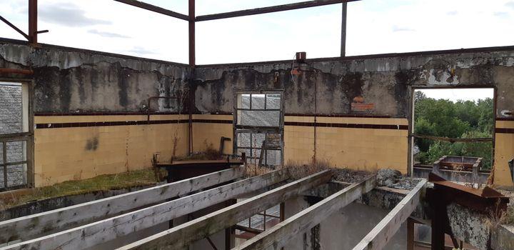 La toiture de l'ancienne laiterie àMazeau en Vendée. (ANNE CHEPEAU / RADIO FRANCE)