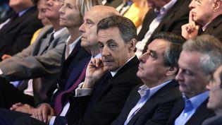 Nicolas Sarkozy et François Fillon, le 27 septembre 2015, lors d'un meeting des Républicains à Nogent-sur-Marne (Val-de-Marne). (DOMINIQUE FAGET / AFP)