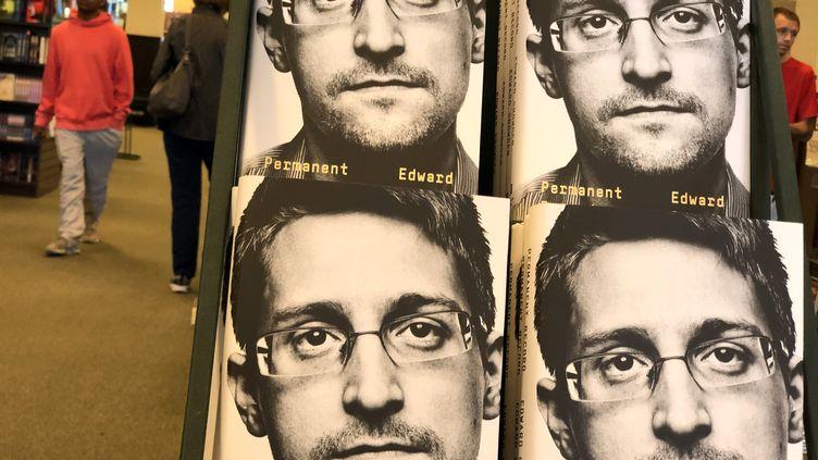 Le livre d'Edward Snowden, le 17 septembre 2019 en Californie. (JUSTIN SULLIVAN / GETTY IMAGES NORTH AMERICA)