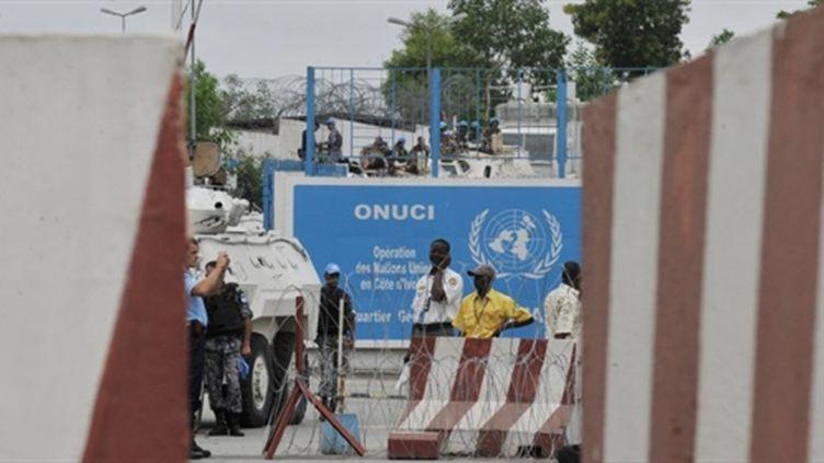 L'entrée de la mission de l'ONU en Côte d'Ivoire, l'ONUCI (20 décembre 2010) (AFP - SOUF SANOGO)