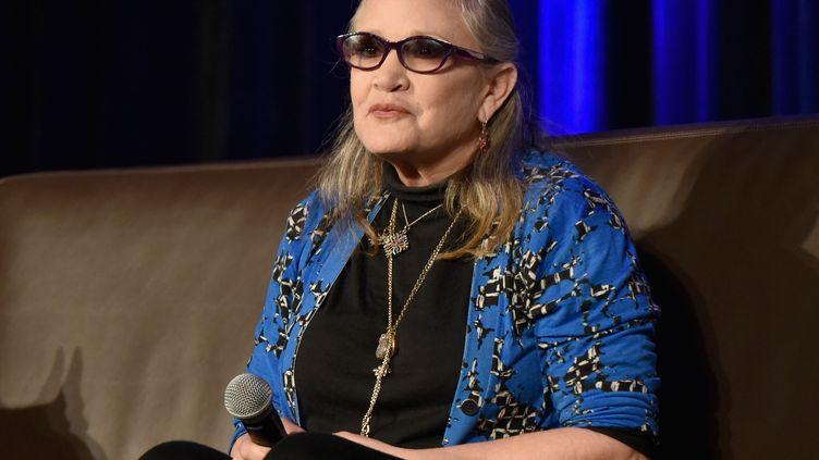 Carrie Fisher lors du Wizard World Comic Con de Chicago (Illinois, Etats-Unis), le 21 août 2016. (DANIEL BOCZARSKI / GETTY IMAGES NORTH AMERICA / AFP)