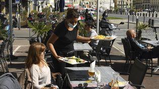 La terrasse d'un restaurant à Marseille le 5 octobre 2020. (NICOLAS TUCAT / AFP)