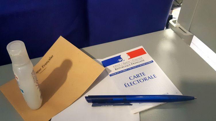Le matériel réuni pour aller voter (illustration). (AURÉLIE LAGAIN / RADIO FRANCE)