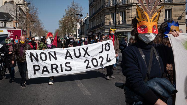 Lors d'une manifestation contre les Jeux olympiques 2024, le 17 avril 2021. Photo d'illustration. (OLIVIER DONNARS / LE PICTORIUM / MAXPPP)
